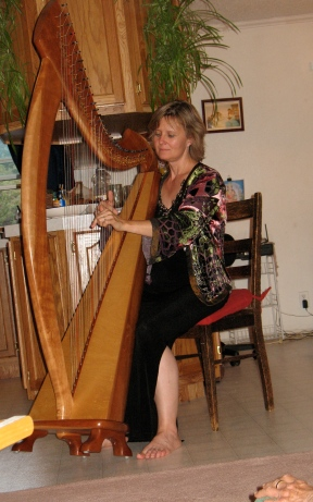 Sunita Stanislav performing at a house concert in Lorien on the Joy 38